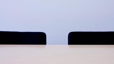 面接のイスと机