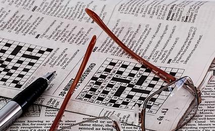 新聞とメガネとクロスワード